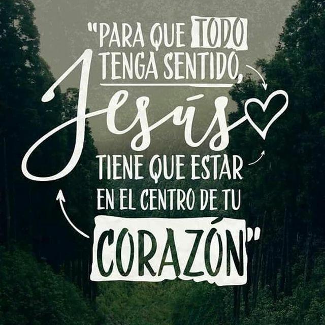 Frases de Dios Jesús tiene que estar en el centro de tu corazón